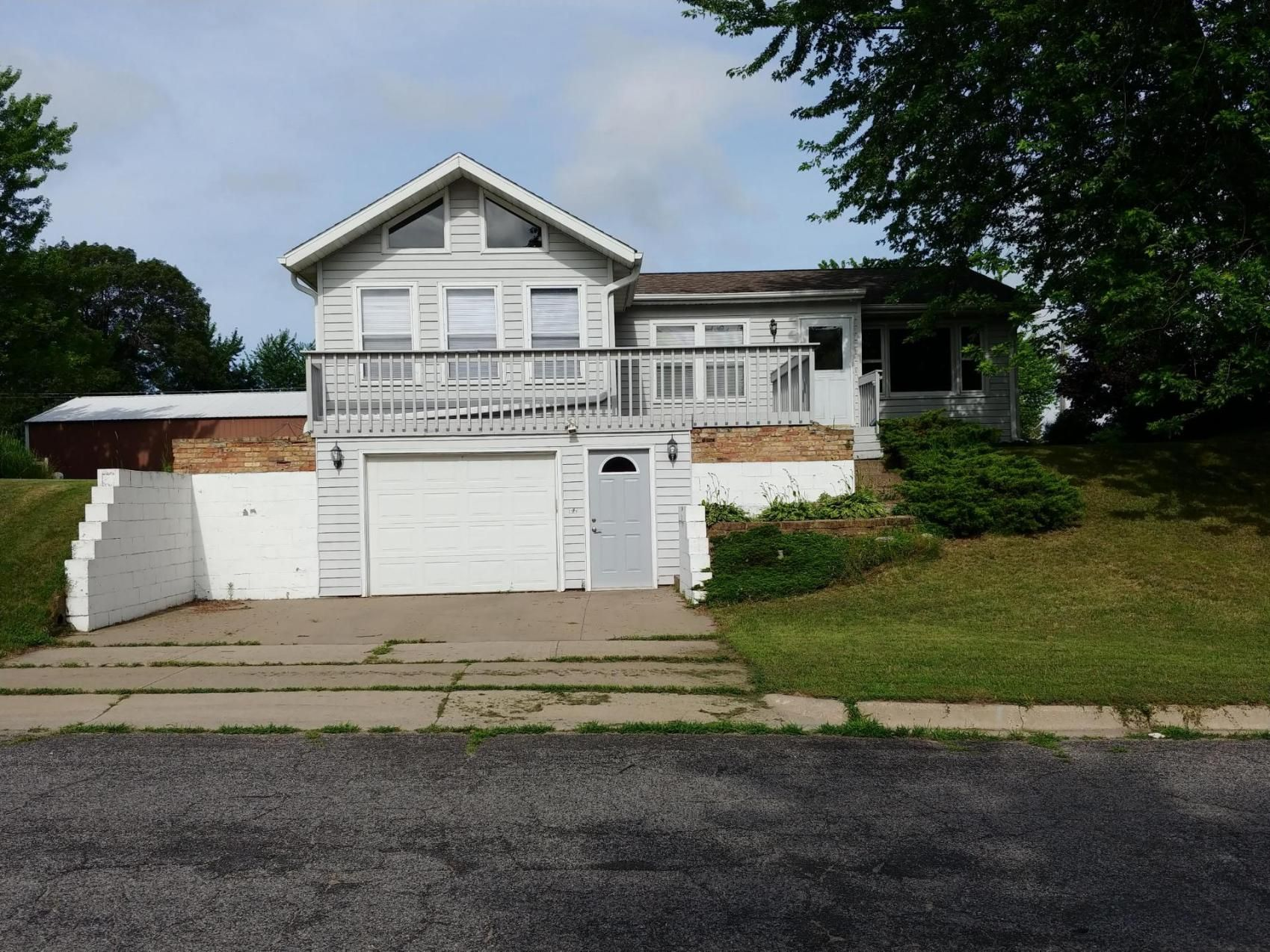 Onalaska Home, WI Real Estate Listing